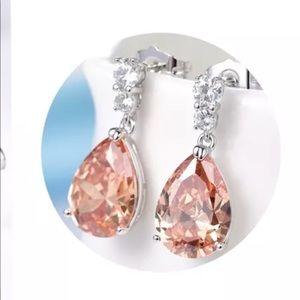 Jewelry - 18k champagne teardrop dangle earrings